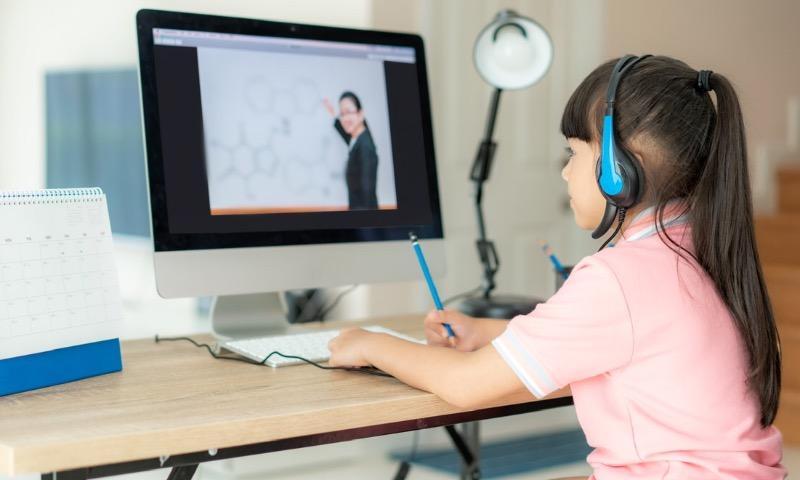 При переводе детей на дистант учебный процесс должен корректироваться